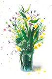 Bouquet lumineux des wildflowers dans un verre Photo libre de droits