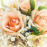 bouquet nuptiale avec des roses Photographie stock libre de droits