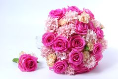 Bouquet nuptiale avec les roses roses Image stock