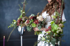 Bouquet nuptiale dans des mains Photo stock