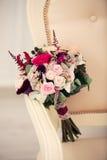 Bouquet nuptiale dans un intérieur Photos libres de droits