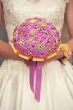 Bouquet nuptiale doux dans des mains Image libre de droits