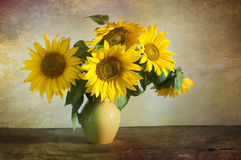 Free Bouquet Of Beautiful Sunflowers In A Vase Royalty Free Stock Photography - 93028417
