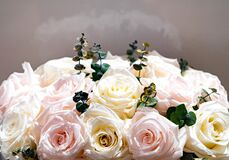 Free Bouquet Of Cream And Rose Roses Royalty Free Stock Photography - 169212367