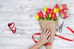 Free Bouquet Of Spring Tulips And Gift Royalty Free Stock Photo - 109385115
