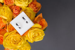 Bouquet of orange and yellow rose flowers and wedding rings in g Royalty Free Stock Photography