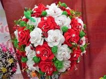 Bouquet original des fleurs artificielles Images stock