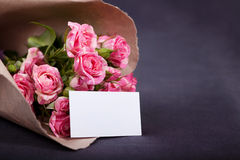 Bouquet of pink roses with blank card Royalty Free Stock Photography
