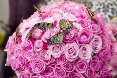 Bouquet of pink roses with live butterflies Royalty Free Stock Photos