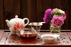Bouquet of purple and pink asters and teaware for chinese tea ce Stock Photos