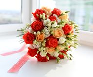 Bouquet of red and pink roses flowers  on grey Stock Photography