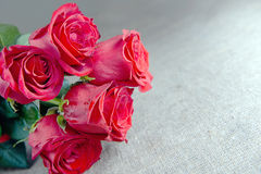 Bouquet of red roses and a letter, a note Royalty Free Stock Photos