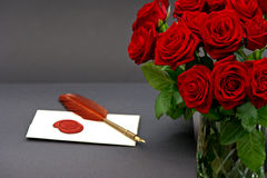 Bouquet of red roses and love letter on black Royalty Free Stock Images