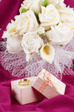 Bouquet and rings for Valentine\'s Day Royalty Free Stock Photos