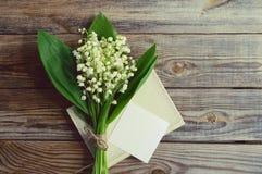 Bouquet romantique avec des lis de ressort de la vallée Photo libre de droits