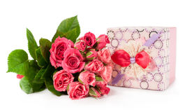 Bouquet of roses and gift box Royalty Free Stock Images