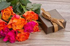 Bouquet of roses with gift box Royalty Free Stock Photos