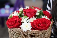 Bouquet rouge de Valentine Flower d'oeufs de poisson Photos stock