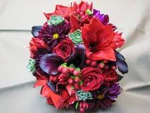 Bouquet rouge et pourpre de mariage Photographie stock