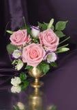 Bouquet rural avec des roses Photographie stock