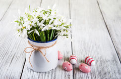 Bouquet of snowdrops and easter eggs Stock Photography