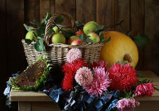 Bouquet. A still life with asters and apples Royalty Free Stock Photos