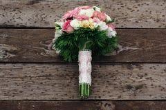 Bouquet sur le fond en bois Photographie stock libre de droits