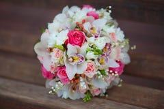 bouquet sur le fond en bois Image libre de droits
