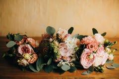 Bouquet trois l'épousant Épouser les accessoires nuptiales Fleurit le bouquet photographie stock libre de droits