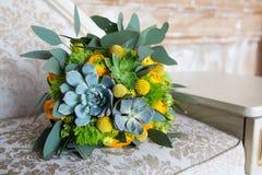 Bouquet vert et jaune de mariage Photographie stock libre de droits