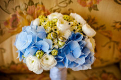 Bouquet and wedding rings Royalty Free Stock Photo