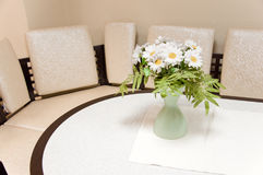 A bouquet of white daisies on the table Stock Photography