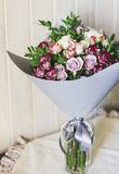 The bouquet of white and pink spray roses in a gray floral paper Stock Photography