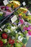 Bouquets au marché de fleur Photographie stock libre de droits