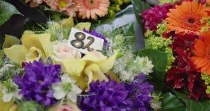 Bouquets avec des prix banque de vidéos