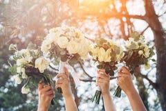 Bouquets de la jeune mariée et de ses amis Images libres de droits