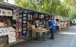 Paris - Bouquiniste on the banks of the Seine Stock Photography