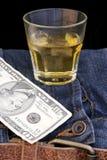 Bourbon-Denim und Geld lizenzfreie stockfotos