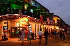 Bourbon Street New Orleans, på skymning arkivfoto