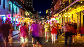 Bourbon Street at Night in The French Quarter of New Orleans, Lo Royalty Free Stock Images