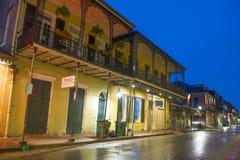 Bourbongata i den franska fjärdedelen, New Orleans fotografering för bildbyråer