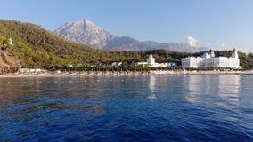 Bourdon a?rien d'h?tel de luxe tir? en h?tel d'Amara Dolce Vita dans Kemer, Turquie Lever de soleil sur la plage, activit? de bor banque de vidéos