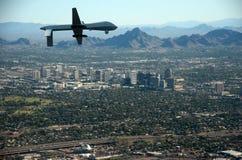 Bourdon au-dessus de ville des USA photos libres de droits