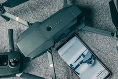 Bourdon, contrôleur et téléphone photographie stock libre de droits