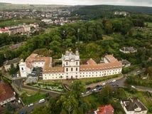 Bourdon de frome de vue aérienne au monastère des pères de Basilian dans Buchach, Ukraine Photographie stock