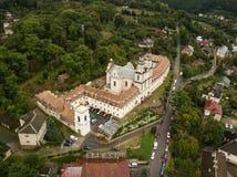 Bourdon de frome de vue aérienne au monastère des pères de Basilian dans Buchach, Ukraine Images libres de droits