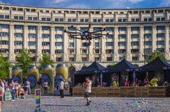 Bourdon de vol avec l'appareil-photo Photo libre de droits