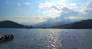 Bourdon Fligft au-dessus de la mer Montagne de Tahtali, Turquie banque de vidéos