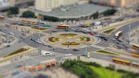 Bourdonnement de Varsovie de laps de temps de circulation urbaine banque de vidéos