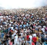 Bourdonnement en effet sur une foule brouillée Images stock